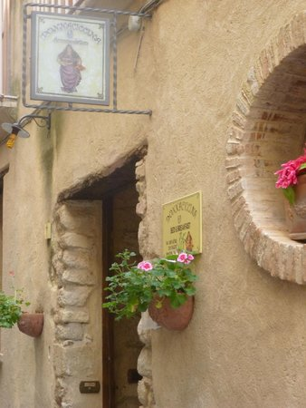 Donnaciccina Accomodation: Entrance
