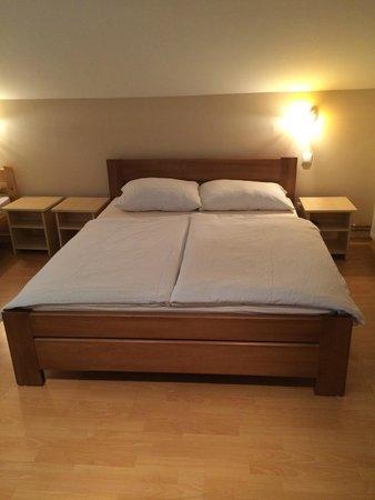 Rene House: 1/4 Room