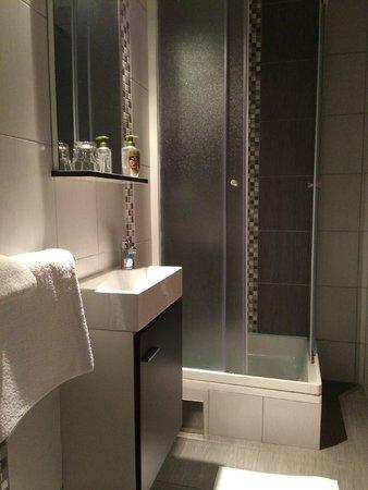 Rene House: Bathroom