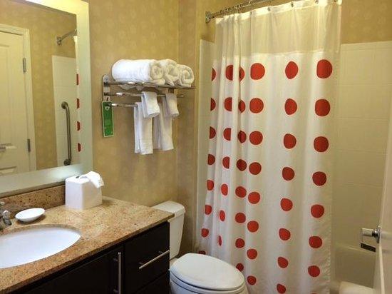 TownePlace Suites Lexington Park Patuxent River Naval Air Station: Nice Clean Bathroom