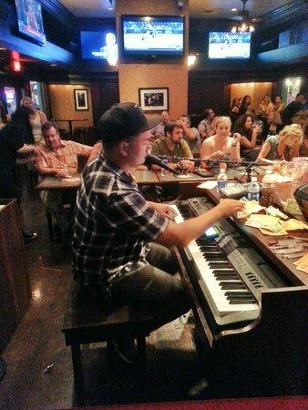 Bar at Times Square : Shaun gettin' loose on the keys!