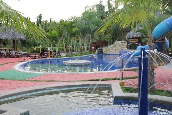 El Señor de los Caballos: Pool area - with kiddie pool