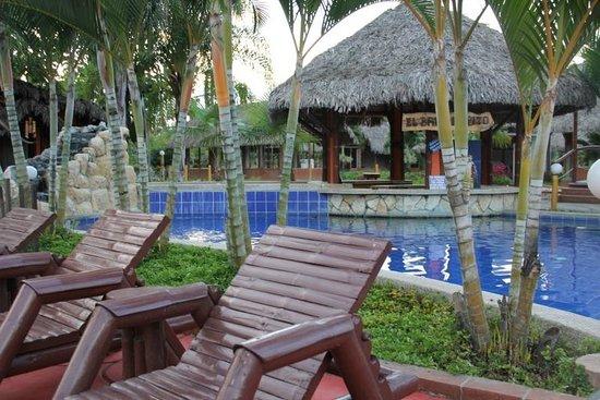 El Señor de los Caballos: Pool area with bar