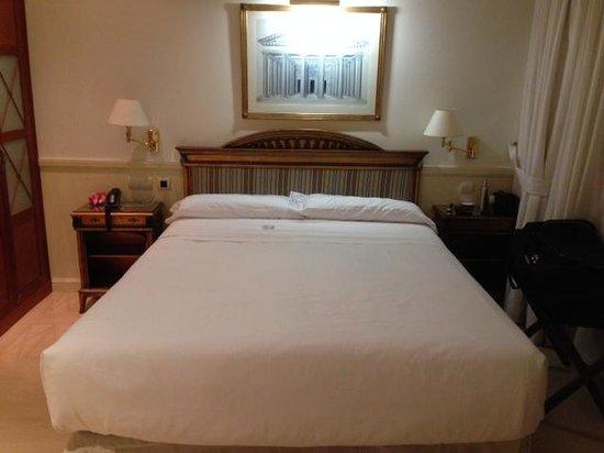Apartamentos Guadalpin Boutique: the bouble bedroom