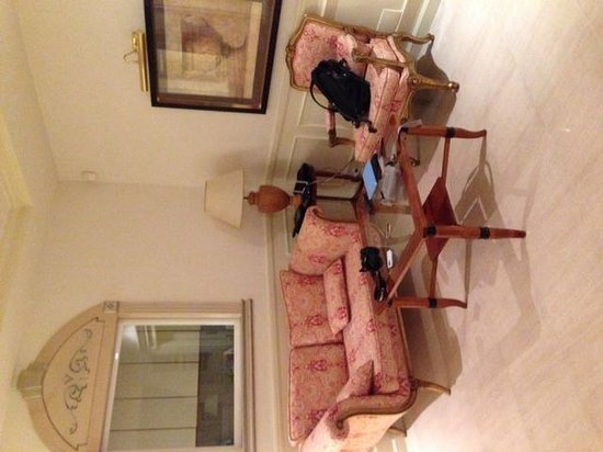 Apartamentos Guadalpin Boutique: living room