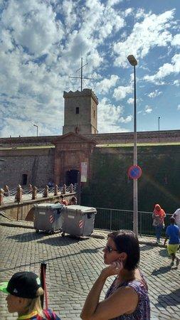 Parque de Montjuic (Parc de Montjuïc): Entrada do castelo