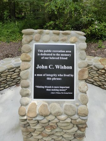 "Nantahala Township, Carolina del Norte: The placard explaining why this is ""Wishon's Fishing Hole"""