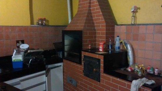 Ginga Hostel: Excelente área de churrasqueira.