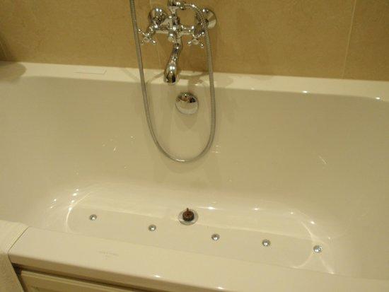 Hotel Prinsenhof Bruges: large soaking tub