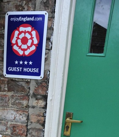 Apple House Guest Accommodation: 4 star signage