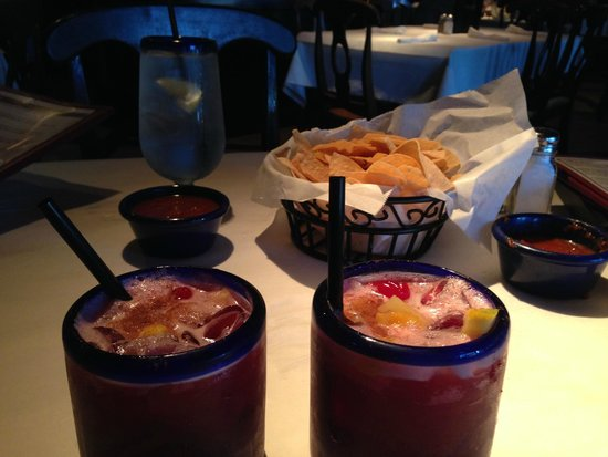 Miguel's Mexican Restaurant : Sangria's and chips & slasa