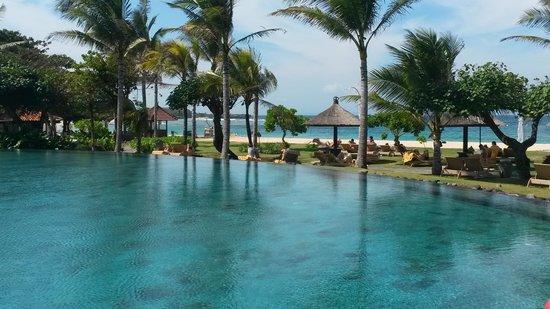 Ayodya Resort Bali : шикарный бассейн