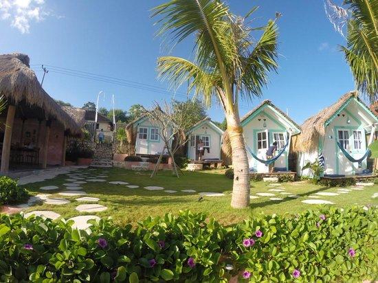 Le Pirate Beach Club Hotel Nusa Ceningan: the beach boxes