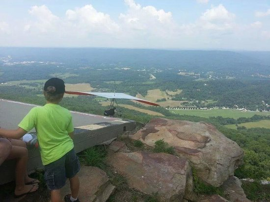 Lookout Mountain Hang Gliding: up front &close viewing