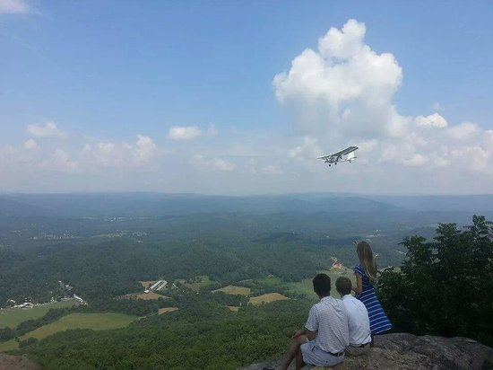 Lookout Mountain Hang Gliding: airplanes fly by releasing tandem gliders