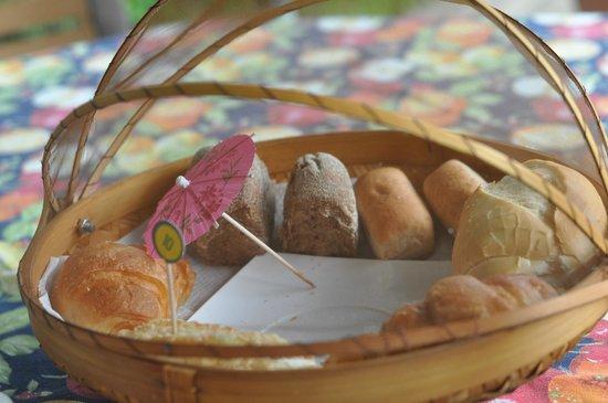 Utropico Guest House: Breakfast
