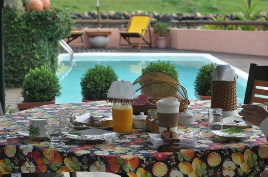 Utropico Guest House: Our morning breakfast spot