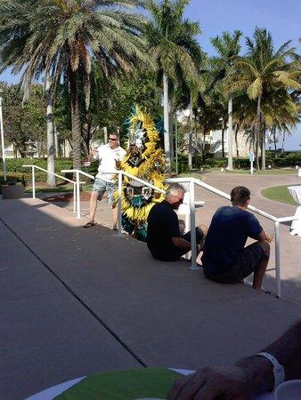 Grand Lucayan, Bahamas: China grill restaurant steps near beach