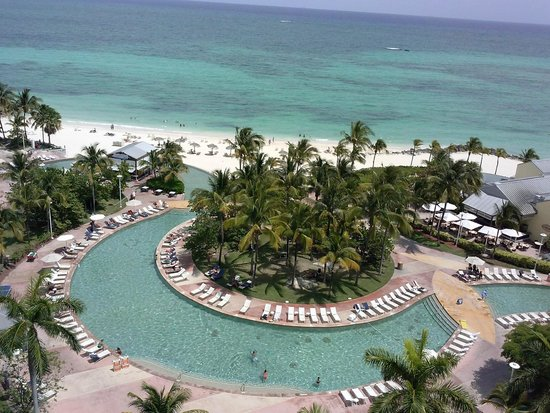 Grand Lucayan, Bahamas: Hammerheads pool bar view from room on 10th floor