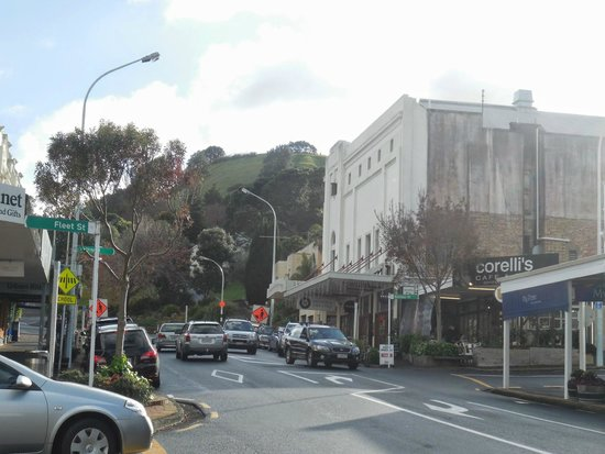 Admirals Landing Bed & Breakfast: Devonport high street, with Mount Victoria in background