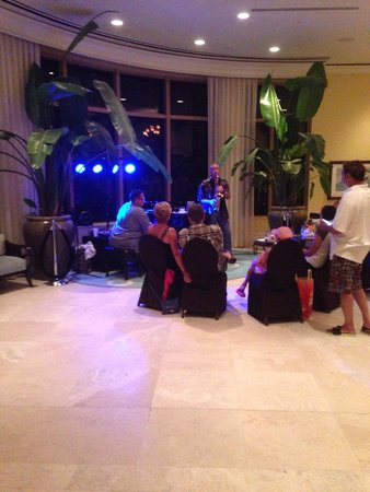 Sandpearl Resort : Live music in lobby. Awesome!