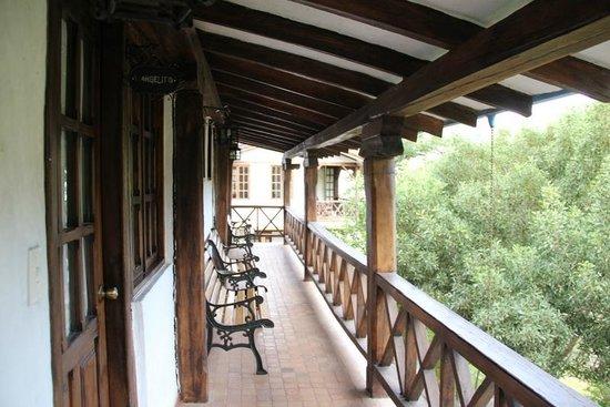 Hosteria La Quinta: rear terrace overlooks the mountainscape