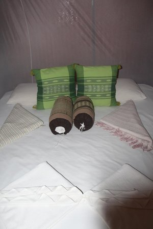 Viking Natures Resort : the bed - too hot to use the sheets they provided