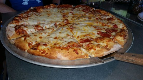 Growler's Pizza Grill : Large pepperoni