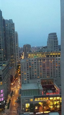 Cambria Hotel & Suites Chicago Magnificent Mile: The view from the 52eigthy