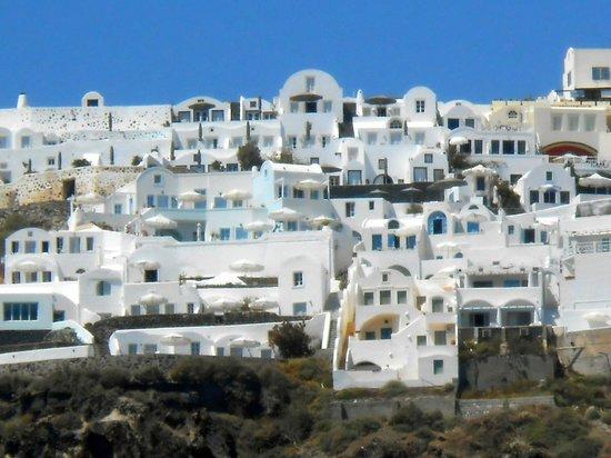 Nostos Apartments: View of Nostos from our Catamaran excursion