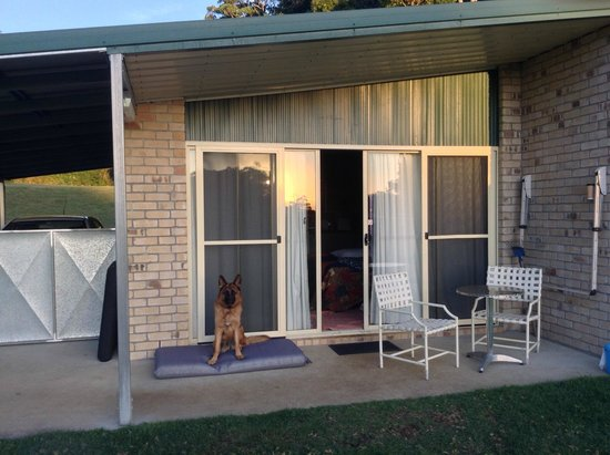 Tailwaggers Rainforest Retreat: Relaxing outside the unit