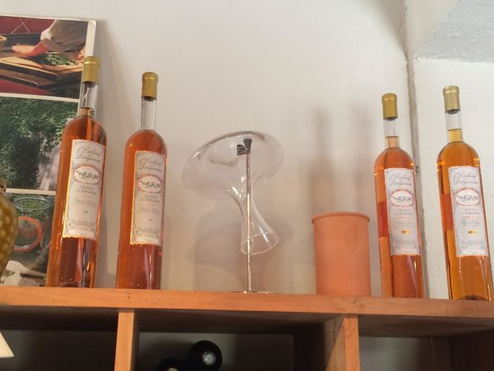 Provence Wine Tours : Delicious roses in fun bottles on display