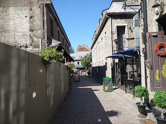 Old Montreal : back street
