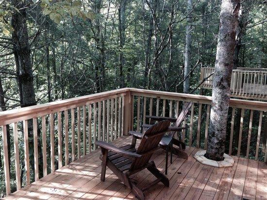 Rivers Edge Treehouse Resort: Deck