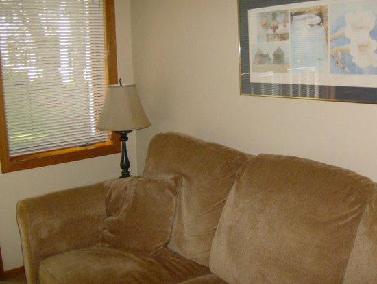 Waterbury Inn : Living Area in One Bedroom Suite