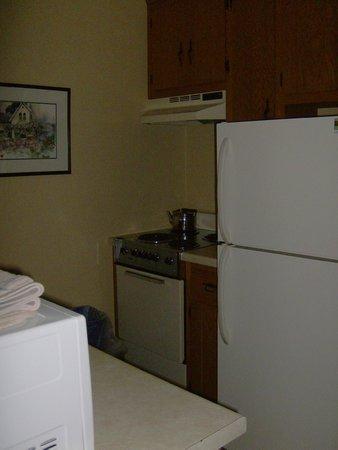 Waterbury Inn : Kitchen in Two Bedroom Suite