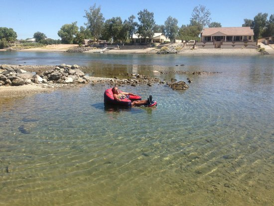 Fender's River Road Resort : Relaxing