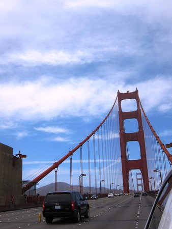 Golden Gate Bridge : Driving Across Bridge