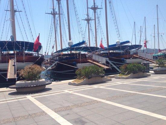 Marina de Marmaris : Looking out towards the marina:)