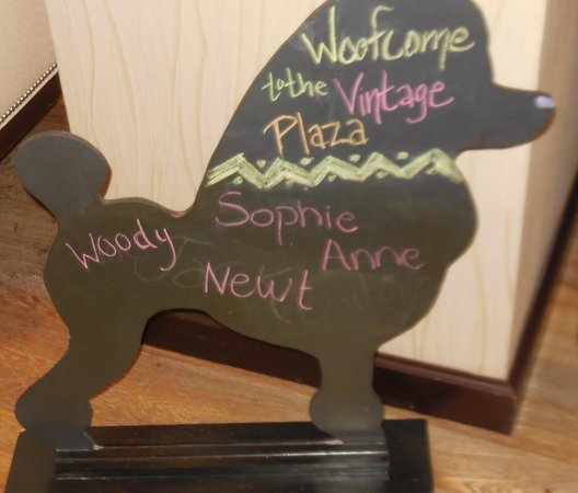 Kimpton Hotel Vintage Portland: Pet Welcome Board