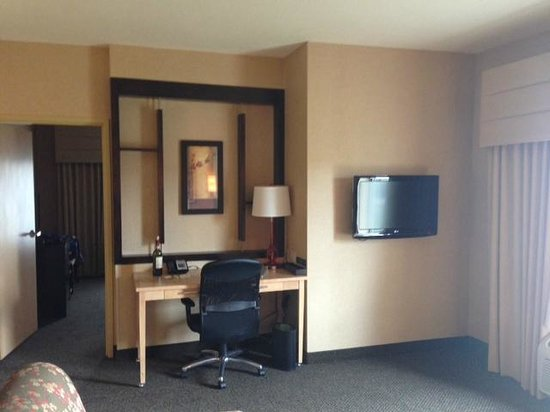 Cambria Hotel & Suites: Office Space