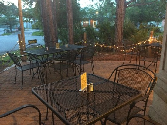 Chanticleer Eatery Courtyard