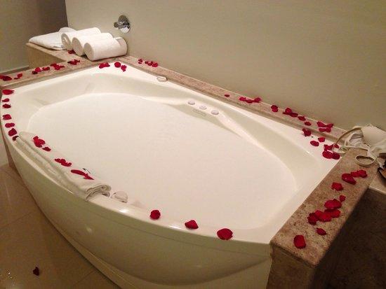 Secrets Silversands Riviera Cancun : Birthday Bath