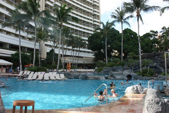 Koi pond picture of sheraton waikiki honolulu tripadvisor for Koi show pools