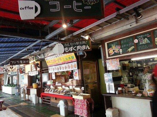 Onna Station Nakayukui Market : サーターアンダギーのあげたてが美味しかった!