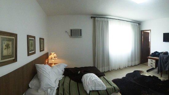 Hotel La Ponsa Itatiaia: Quarto limpo e muito espaçoso
