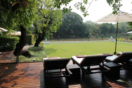 Aruntara Riverside Boutique Hotel: lounging area