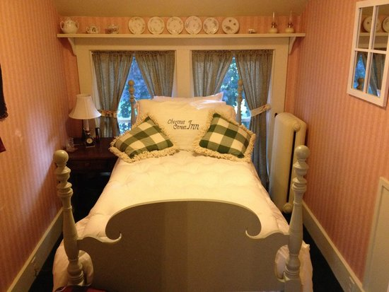 Chestnut Street Inn: My adorable and SUPER comfy pink room in the Maid's Quarters.