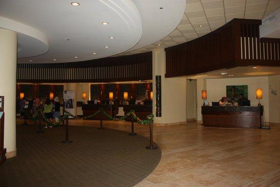 Sheraton Waikiki: The Lobby