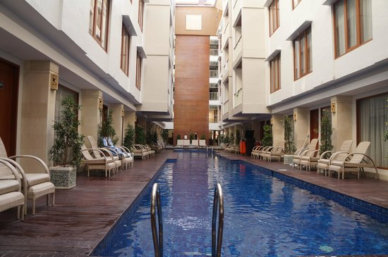 The Sun Hotel & Spa: pool side